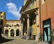 Der Platz mit der barocken Kirche San Tommaso